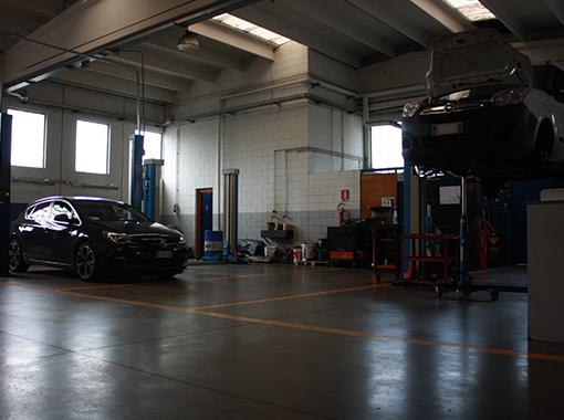 Officina di assistenza manutenzione e riparazione autoveicoli